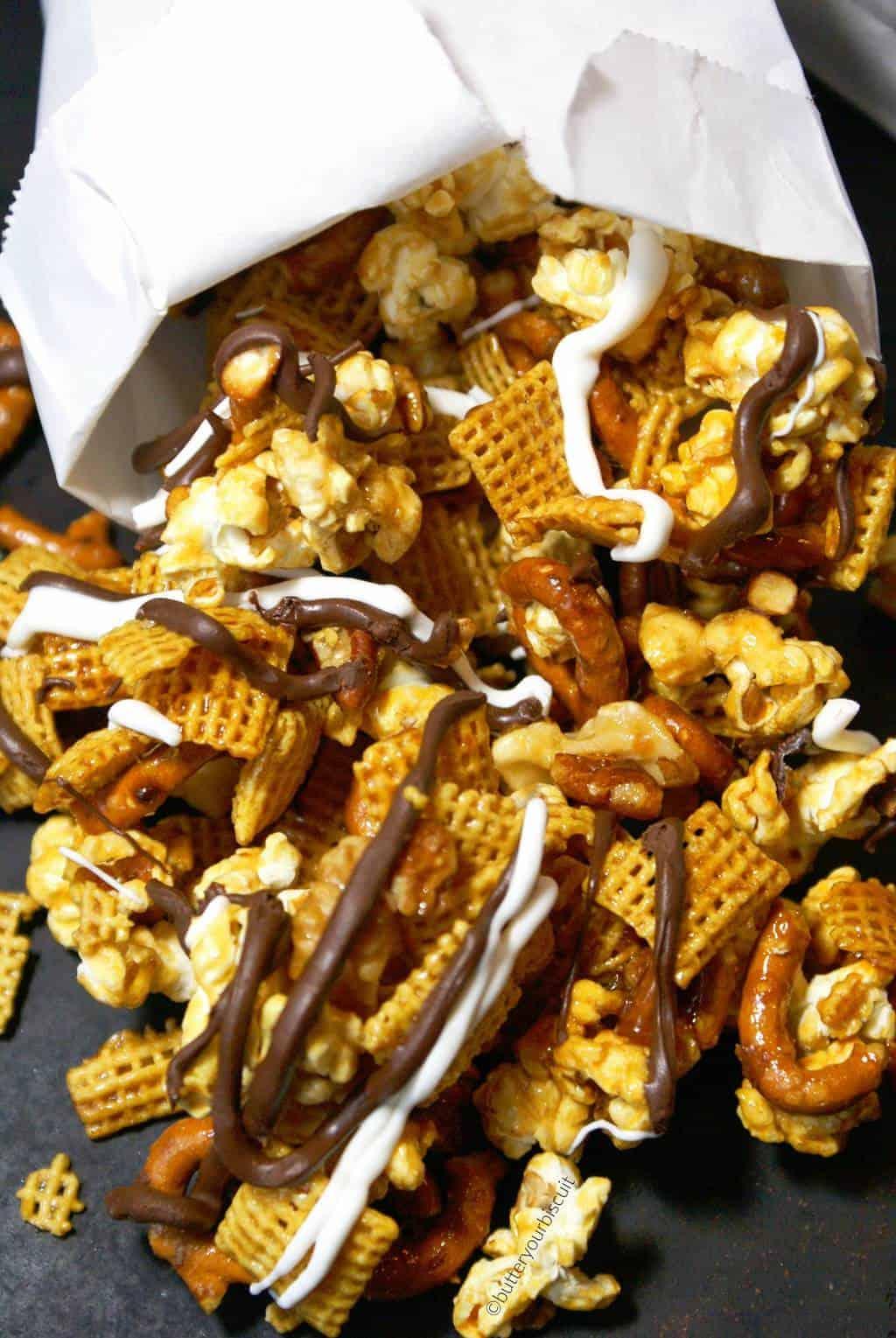 crunchy-caramel-snack-mix-4