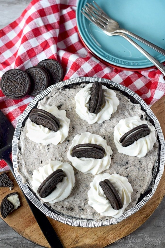 A whole no bake oreo cheesecake with oreos on top.